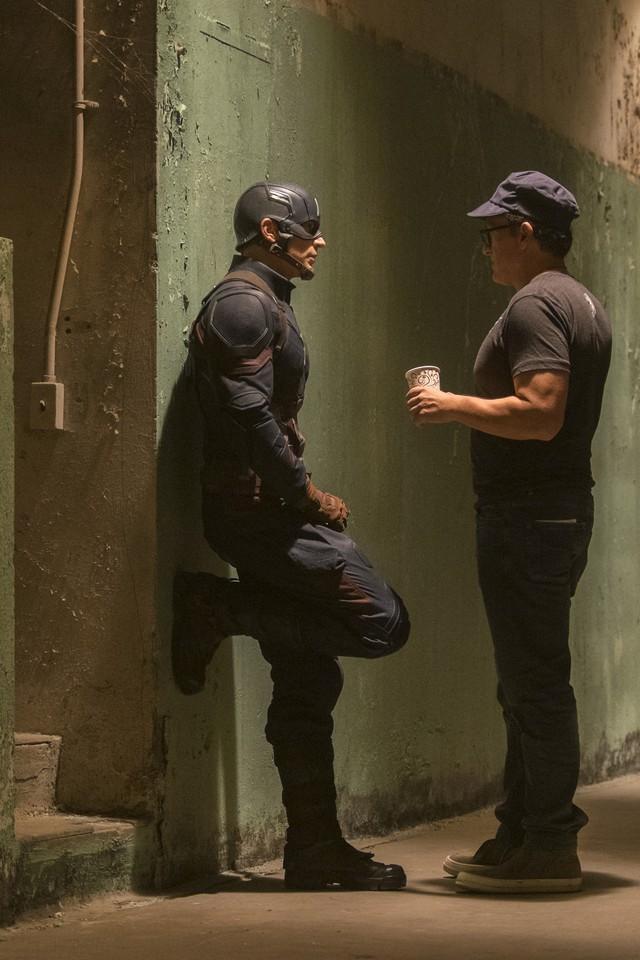 со съемок Первый Мститель: Противостояние Крис Эванс, Энтони Руссо,