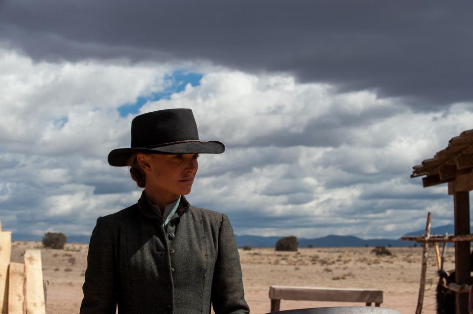 кадры из фильма Джейн берет ружье Натали Портман,
