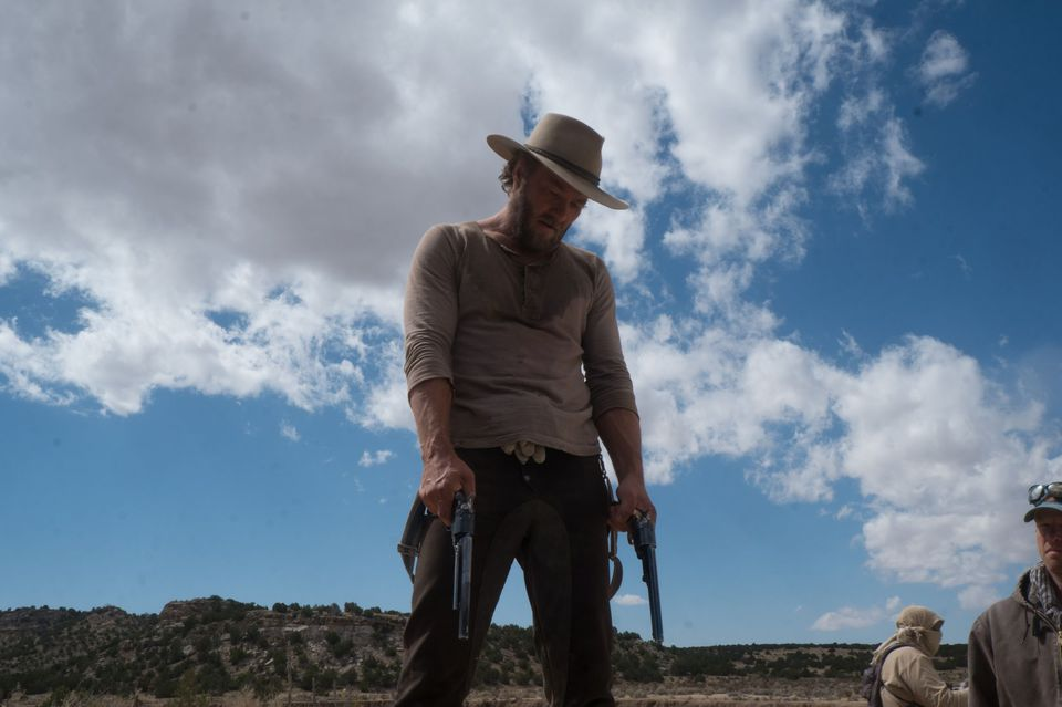 кадры из фильма Джейн берет ружье Джоэл Эджертон,