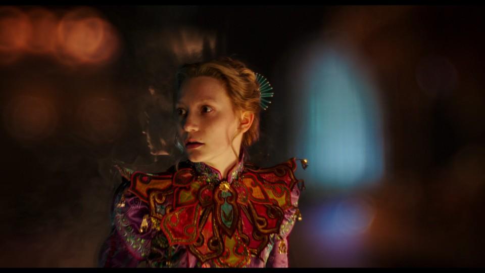 кадры из фильма Алиса в Зазеркалье Мия Васиковска,