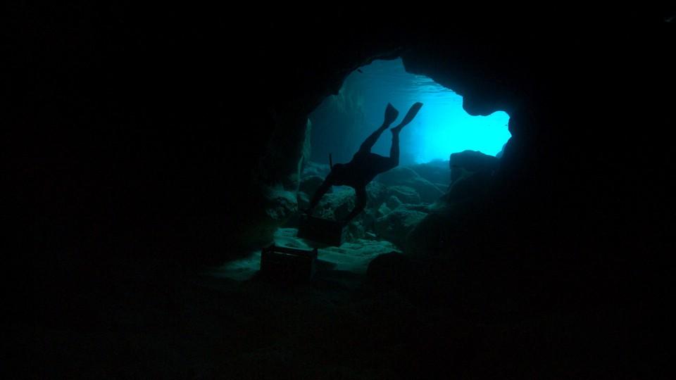 кадры из фильма Море в огне