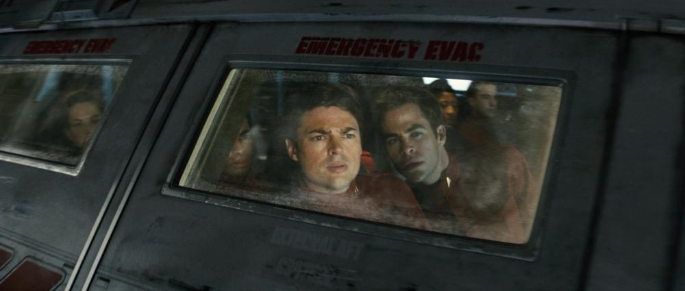 кадры из фильма Звездный путь Карл Урбан, Крис Пайн,