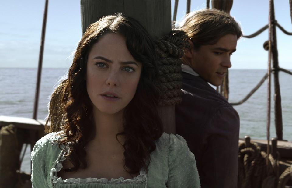 кадры из фильма Пираты Карибского моря: Мертвецы не рассказывают сказки Кайя Скоделарио, Брентон Туэйтс,