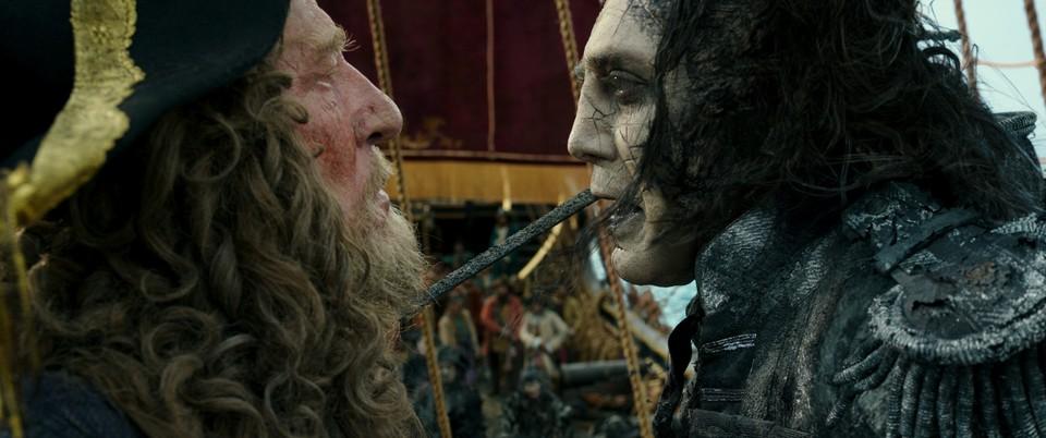 кадры из фильма Пираты Карибского моря: Мертвецы не рассказывают сказки Джеффри Раш, Хавьер Бардем,