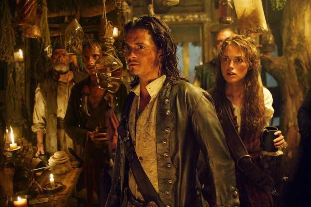 кадры из фильма Пираты Карибского моря: Сундук мертвеца Маккензи Крук, Дэвид Бэйли, Кира Найтли, Орландо Блум,