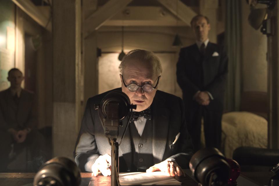 кадры из фильма Тёмные времена
