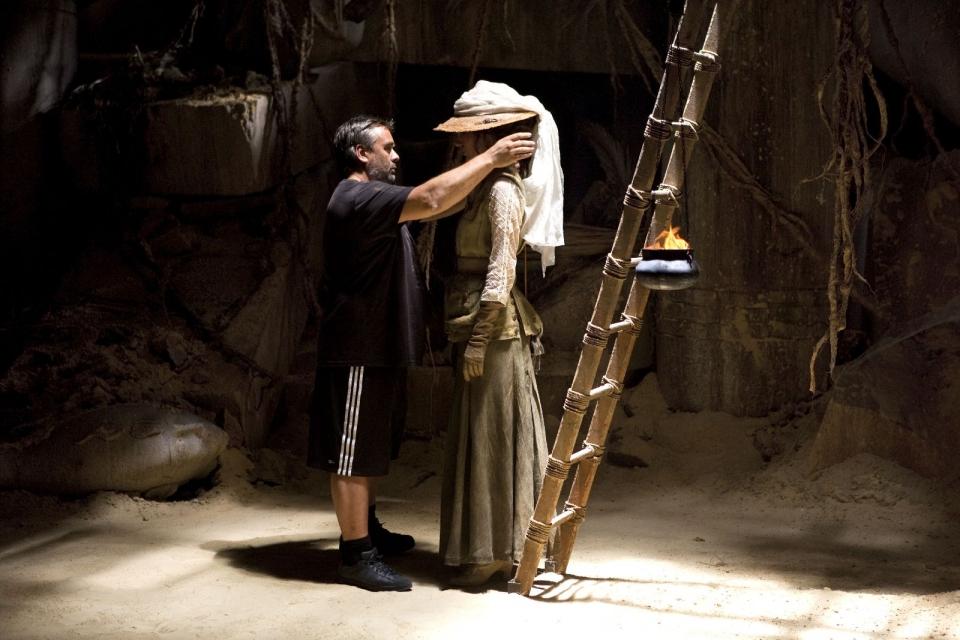 со съемок Необычайные приключения Адель Луиза Бургуа, Люк Бессон,