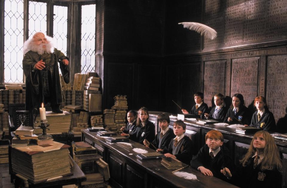 кадры из фильма Гарри Поттер и Философский камень Уорвик Дэвис, Дэниэл Рэдклифф, Девон Мюррей, Руперт Гринт, Эмма Уотсон,