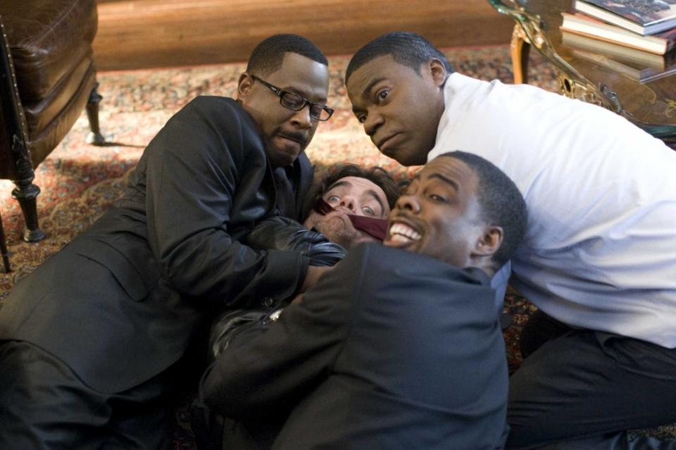 кадры из фильма Смерть на похоронах Мартин Лоуренс, Питер Динклэйдж, Трэйси Морган, Крис Рок,