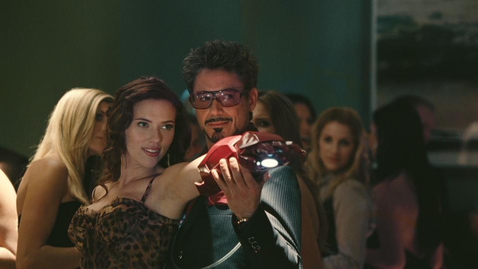 кадры из фильма Железный человек 2 Скарлетт Йоханссон, Роберт Дауни-мл.,