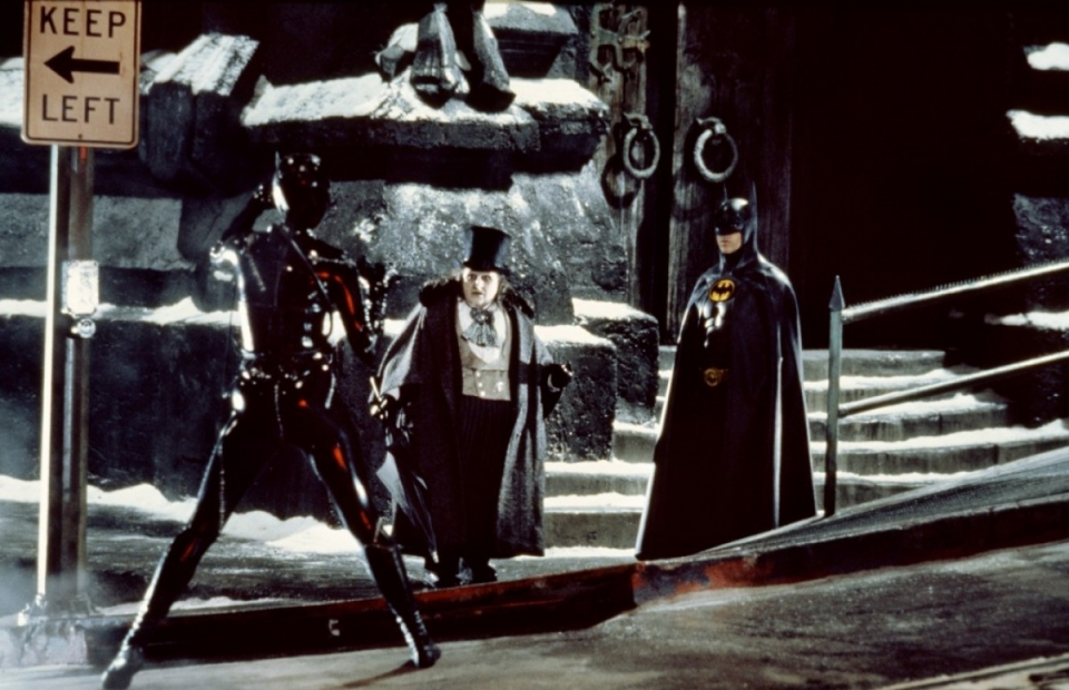 кадры из фильма Бэтмен возвращается Мишель Пфайффер, Дэнни ДеВито, Майкл Китон,