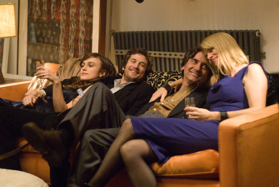 кадры из фильма Прошлой ночью в Нью-Йорке Кира Найтли, Гийом Кане,