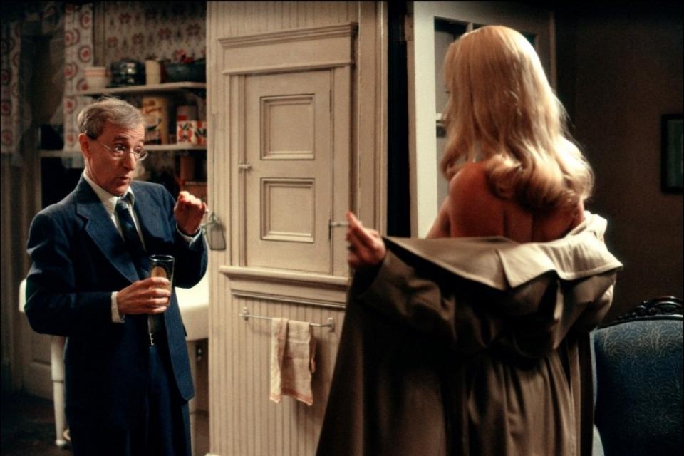 кадры из фильма Проклятие нефритового скорпиона Шарлиз Терон, Вуди Аллен,