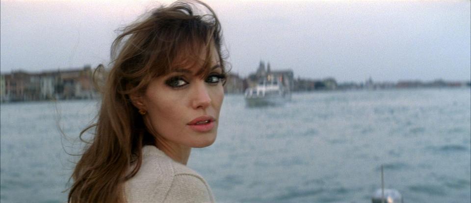 кадры из фильма Турист Анджелина Джоли,