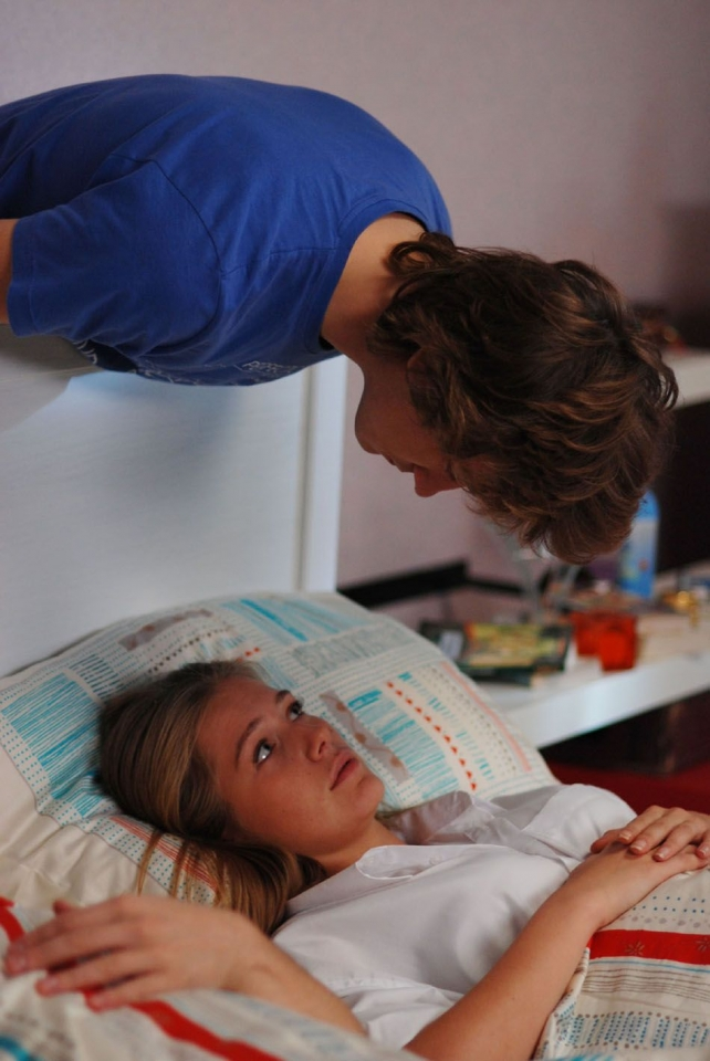 кадры из фильма Поцелуй сквозь стену Карина Андоленко, Антон Шагин,