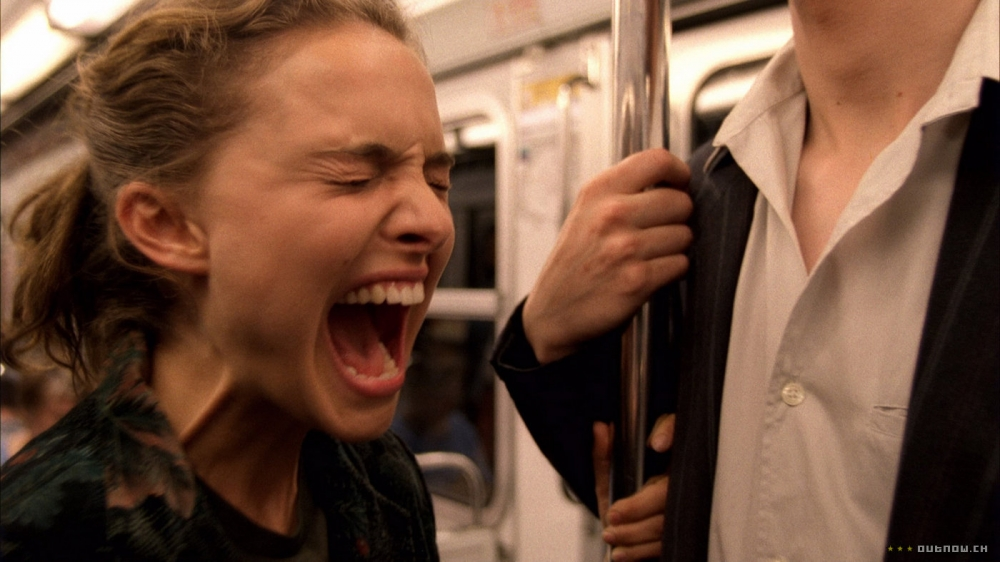кадры из фильма Париж, я люблю тебя Натали Портман, Оливье Ассаяс,
