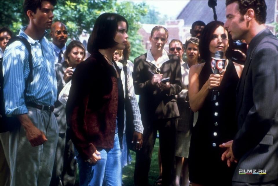 кадры из фильма Крик 2 Джерри О'Коннелл, Нив Кэмпбелл, Кортни Кокс, Лив Шрайбер,