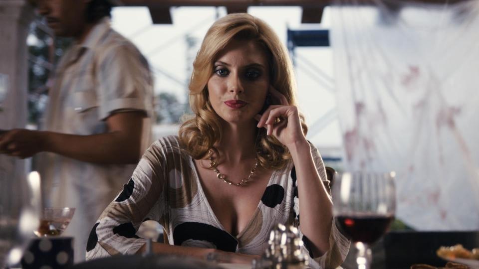 кадры из фильма Prada и чувства
