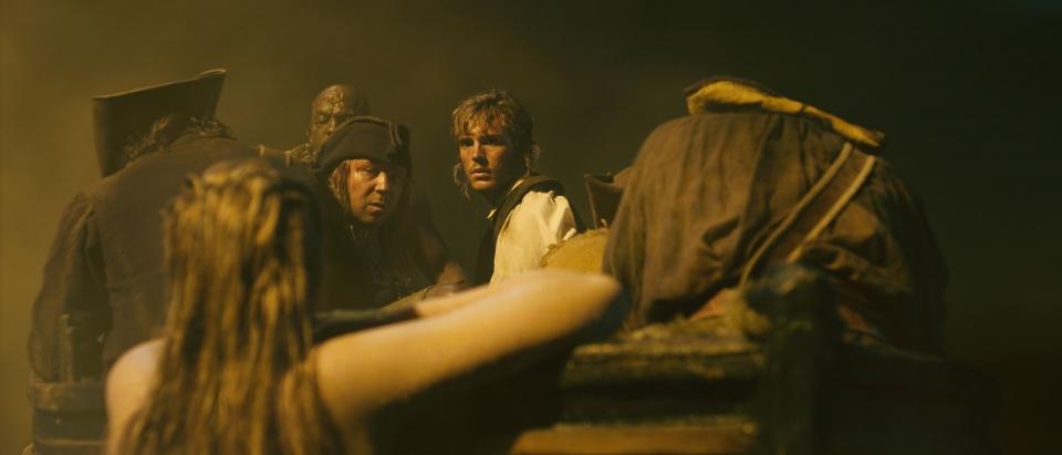 кадры из фильма Пираты Карибского моря: На странных берегах Джемма Уорд, Диобия Оперей, Стивен Грэм, Сэм Клафлин,