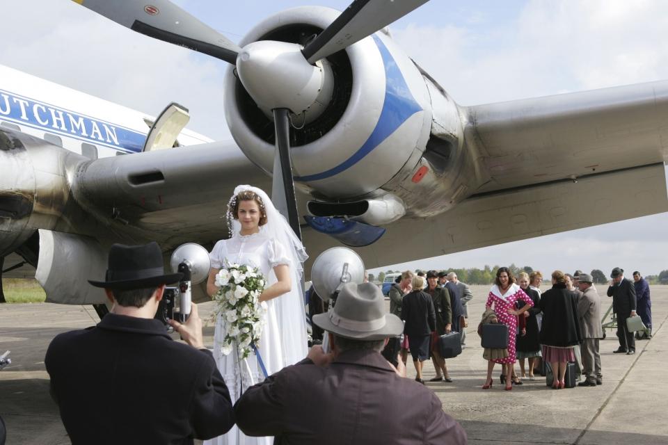 кадры из фильма Полет невест*