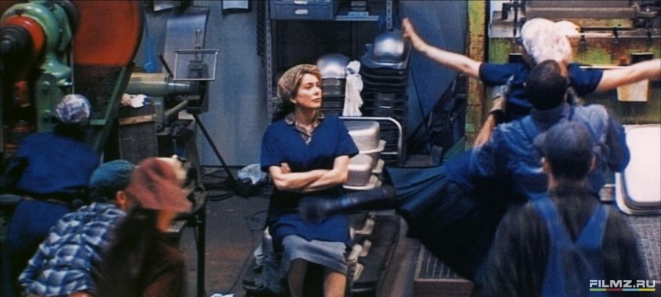 кадры из фильма Танцующая в темноте Катрин Денев,
