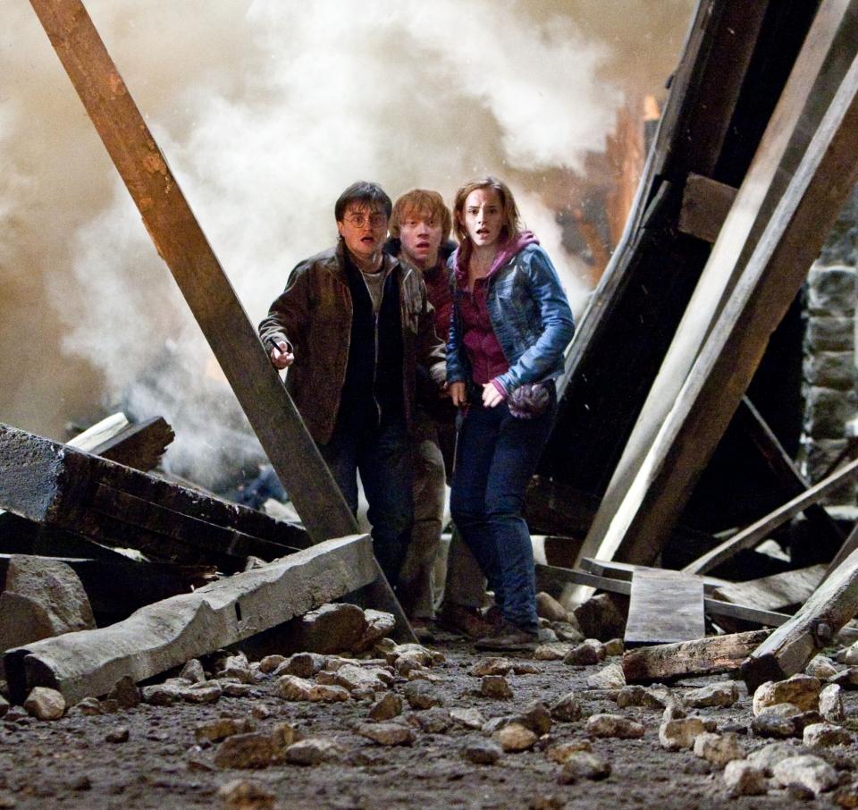 кадры из фильма Гарри Поттер и Дары Смерти: Часть вторая Дэниэл Рэдклифф, Руперт Гринт, Эмма Уотсон,
