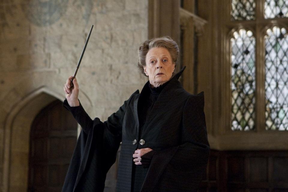 кадры из фильма Гарри Поттер и Дары Смерти: Часть вторая Мэгги Смит,