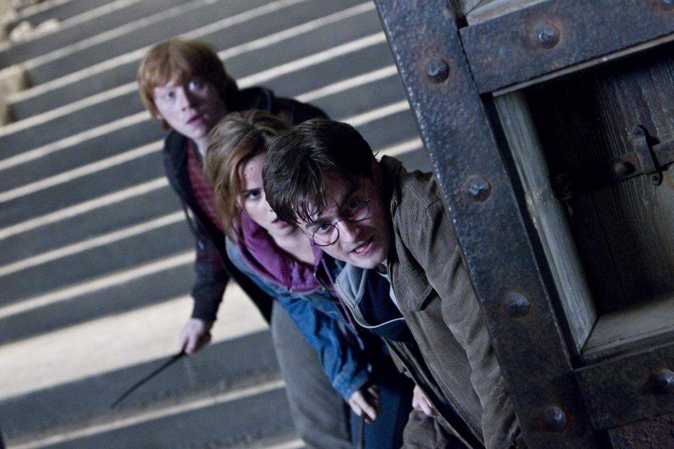 кадры из фильма Гарри Поттер и Дары Смерти: Часть вторая Руперт Гринт, Эмма Уотсон, Дэниэл Рэдклифф,