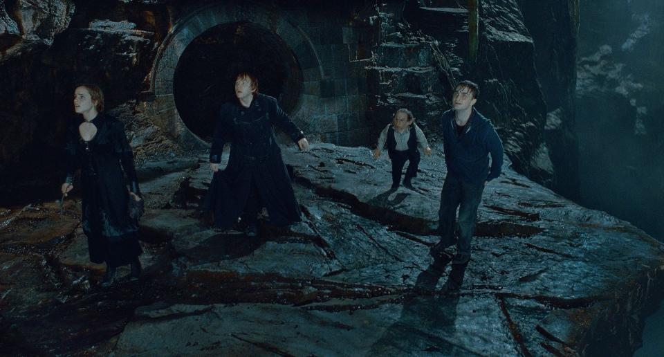 кадры из фильма Гарри Поттер и Дары Смерти: Часть вторая Эмма Уотсон, Руперт Гринт, Уорвик Дэвис, Дэниэл Рэдклифф,