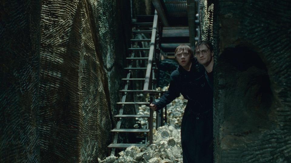 кадры из фильма Гарри Поттер и Дары Смерти: Часть вторая Руперт Гринт, Дэниэл Рэдклифф,