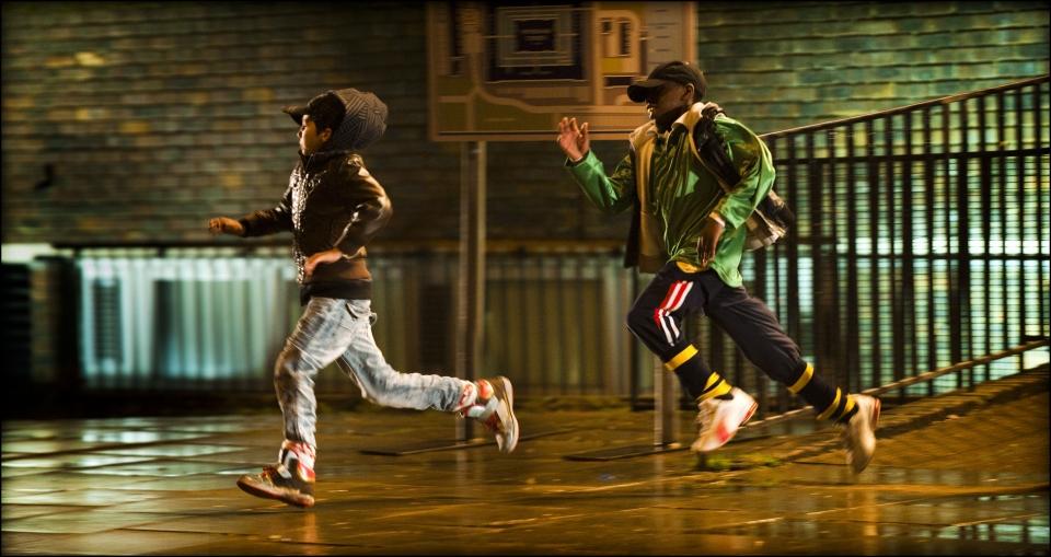 кадры из фильма Чужие на районе