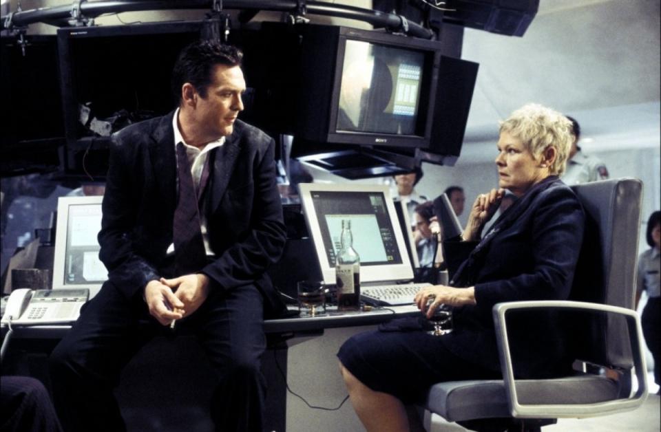 кадры из фильма Умри, но не сейчас Майкл Мэдсен, Джуди Денч,