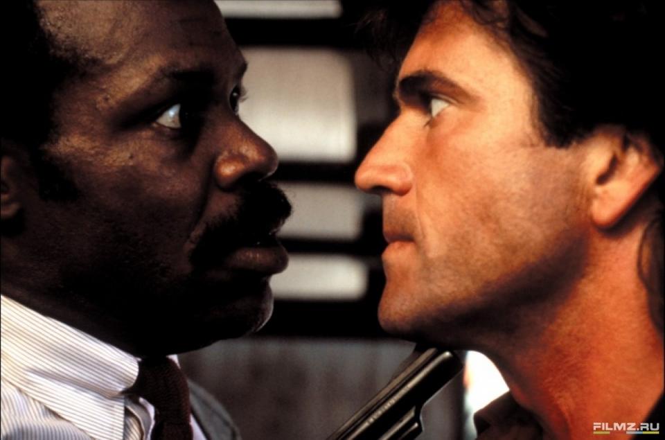 кадры из фильма Смертельное оружие Дэнни Гловер, Мел Гибсон,