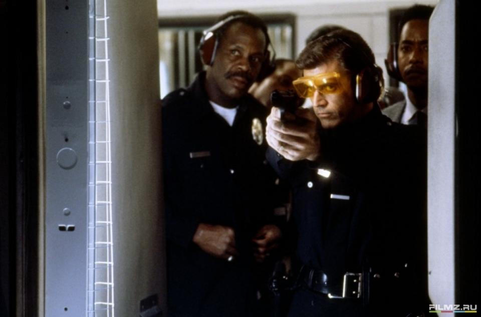 кадры из фильма Смертельное оружие 3 Дэнни Гловер, Мел Гибсон,
