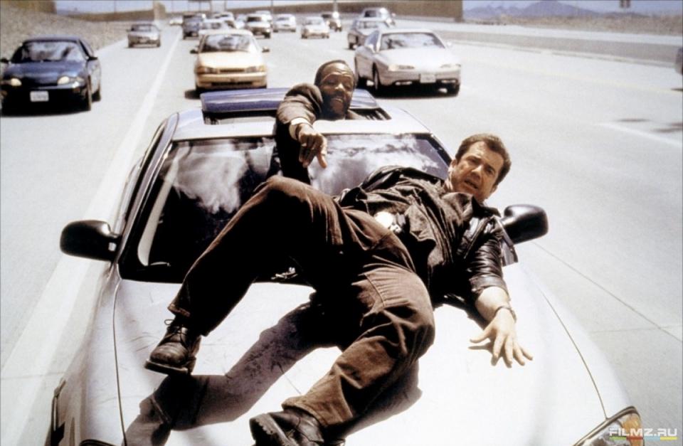 кадры из фильма Смертельное оружие 4 Дэнни Гловер, Мел Гибсон,