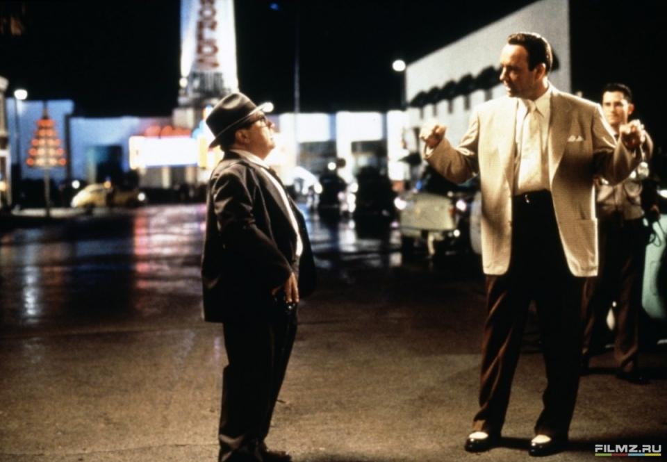 кадры из фильма Секреты Лос-Анджелеса Дэнни ДеВито, Кевин Спейси,