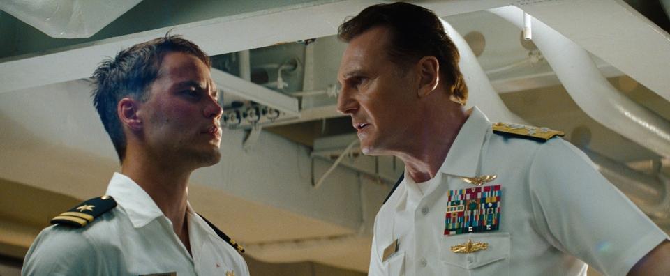 кадры из фильма Морской бой Тэйлор Китч, Лиам Нисон,