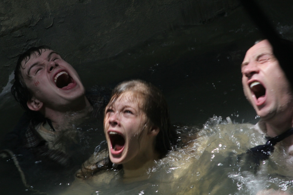 кадры из фильма Метро