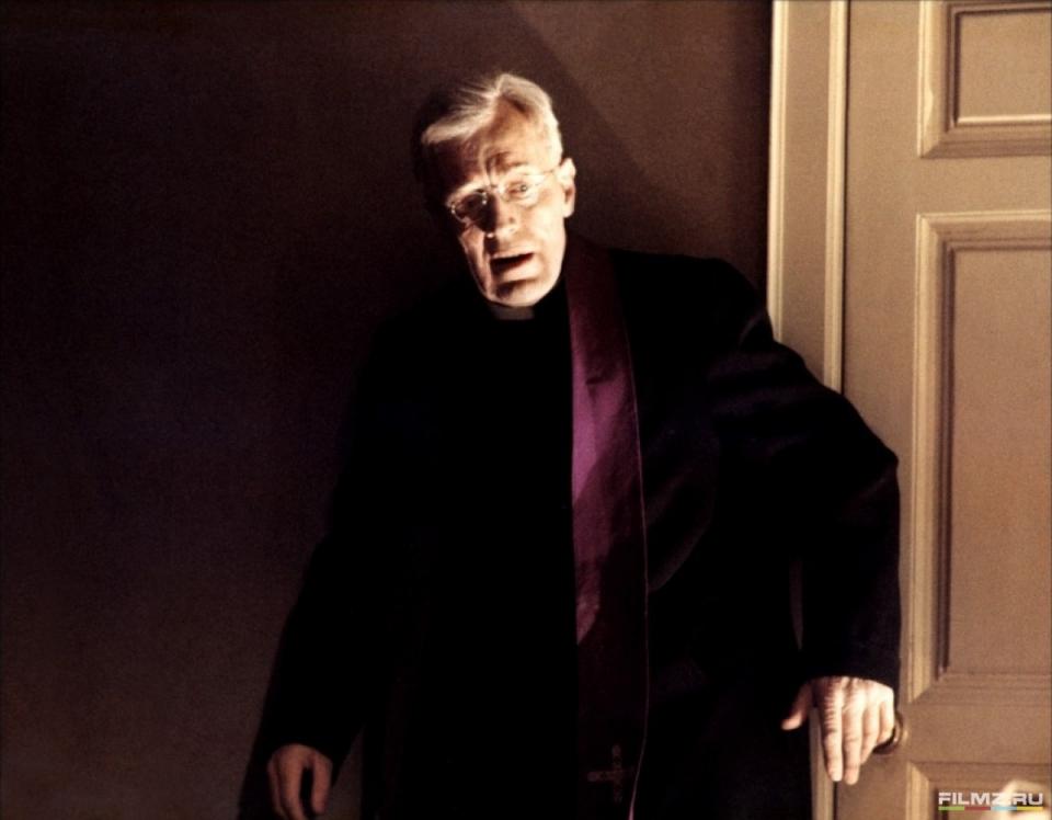 кадры из фильма Изгоняющий дьявола Макс фон Сюдов,