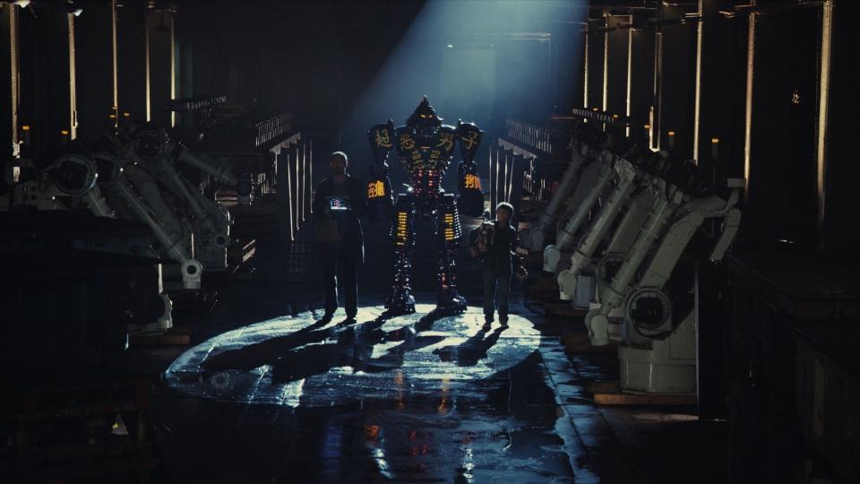 кадры из фильма Живая сталь Хью Джекмен, Дакота Гойо,