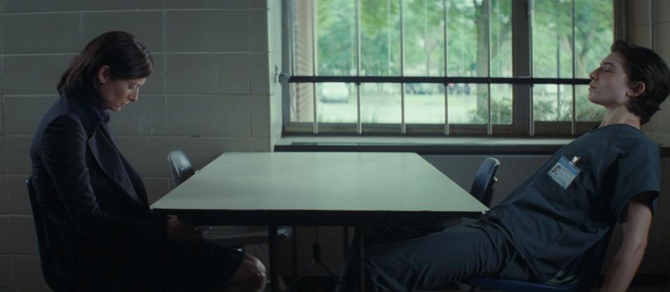 кадры из фильма Что-то не так с Кевином Тильда Суинтон, Эзра Миллер,