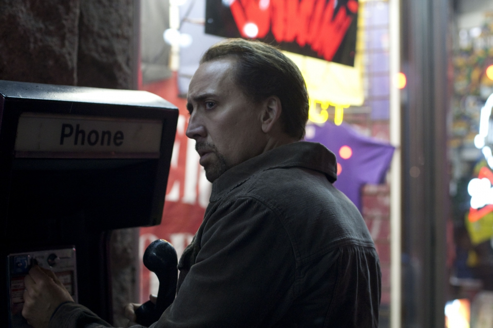 кадры из фильма Голодный кролик атакует Николас Кейдж,