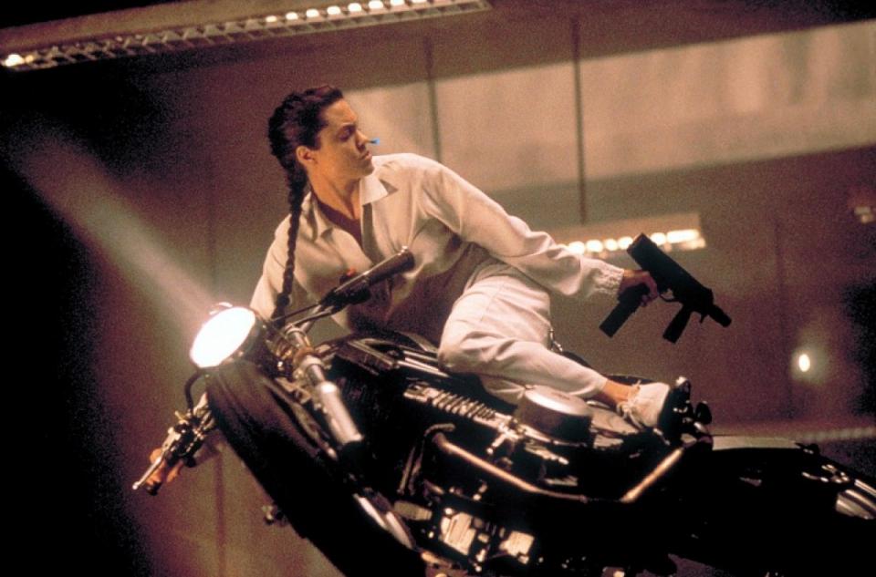 кадры из фильма Лара Крофт: Расхитительница гробниц Анджелина Джоли,