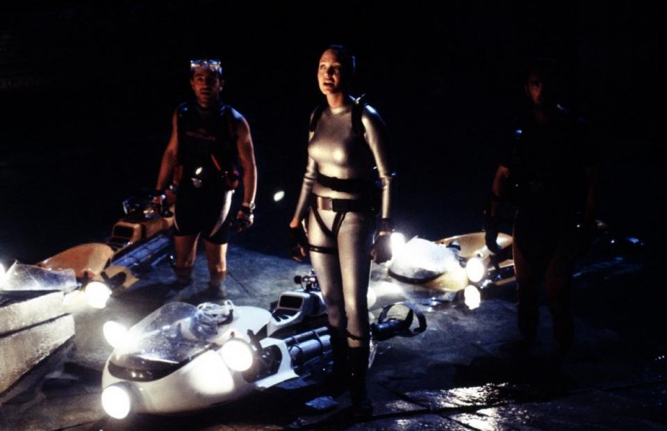 кадры из фильма Лара Крофт, Расхитительница гробниц: Колыбель жизни Анджелина Джоли, Дэниел Калтажирони,