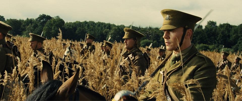 кадры из фильма Боевой конь Том Хиддлстон,
