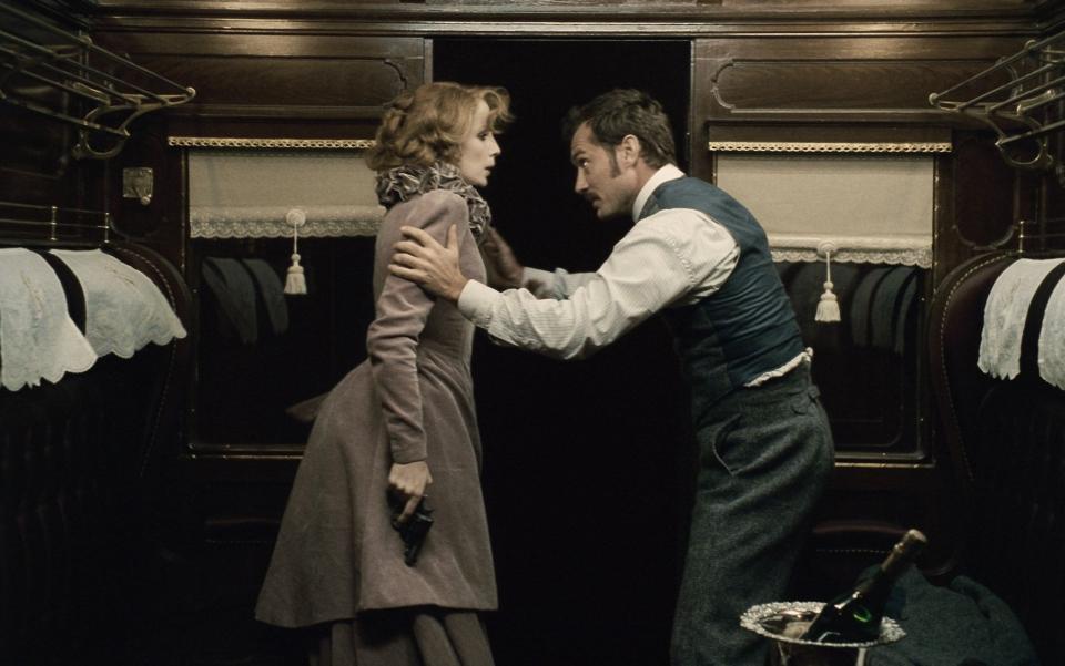 кадры из фильма Шерлок Холмс: Игра теней Келли Рэйлли, Джуд Лоу,