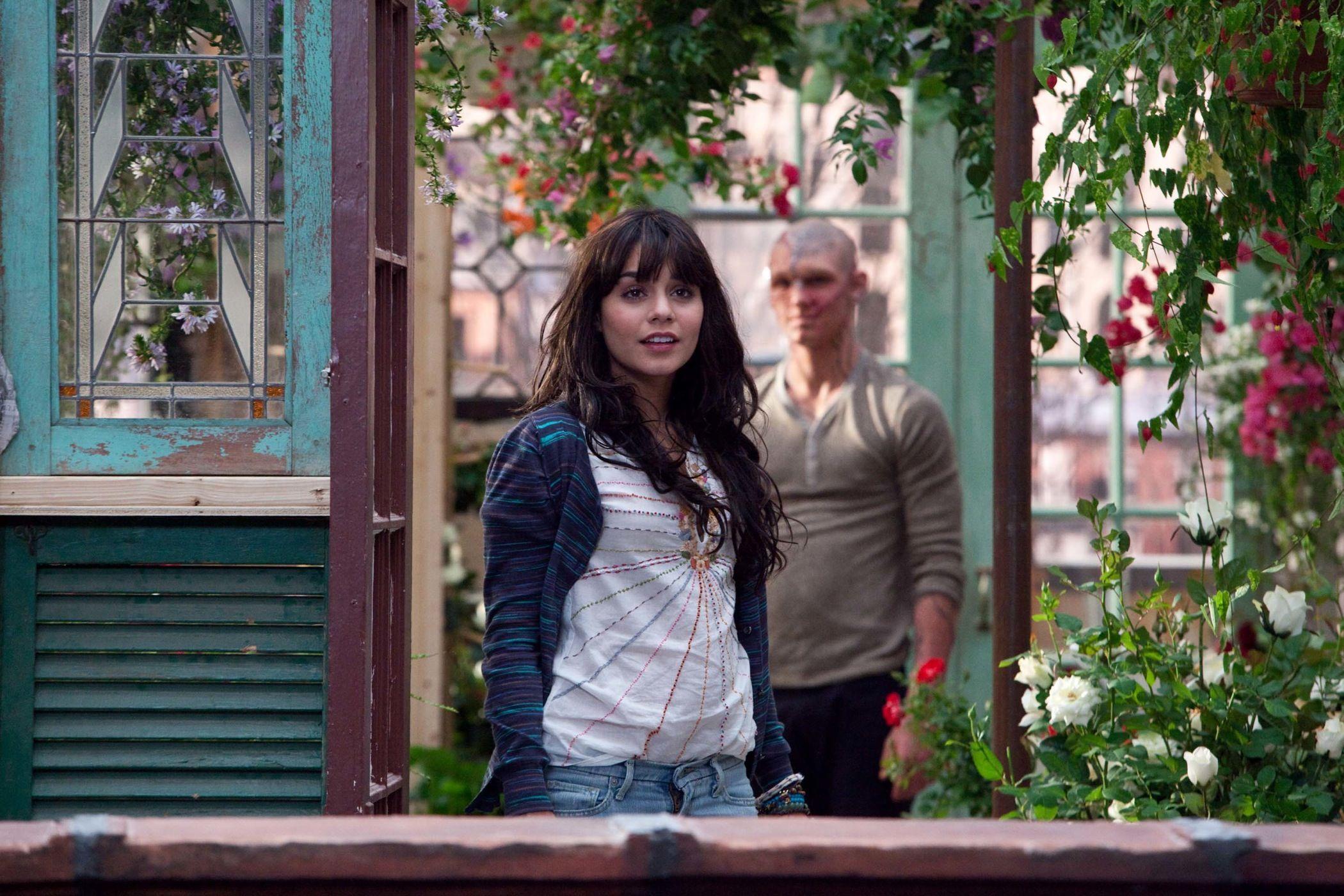 Кадры из фильма Страшно красив Ванесса Хадженс, Алекс Петтифер.