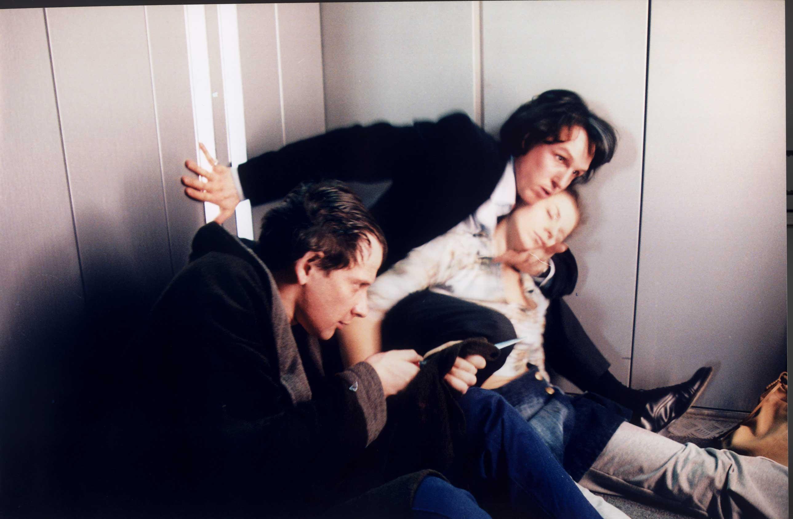 Японка застряла в лифте 10 фотография