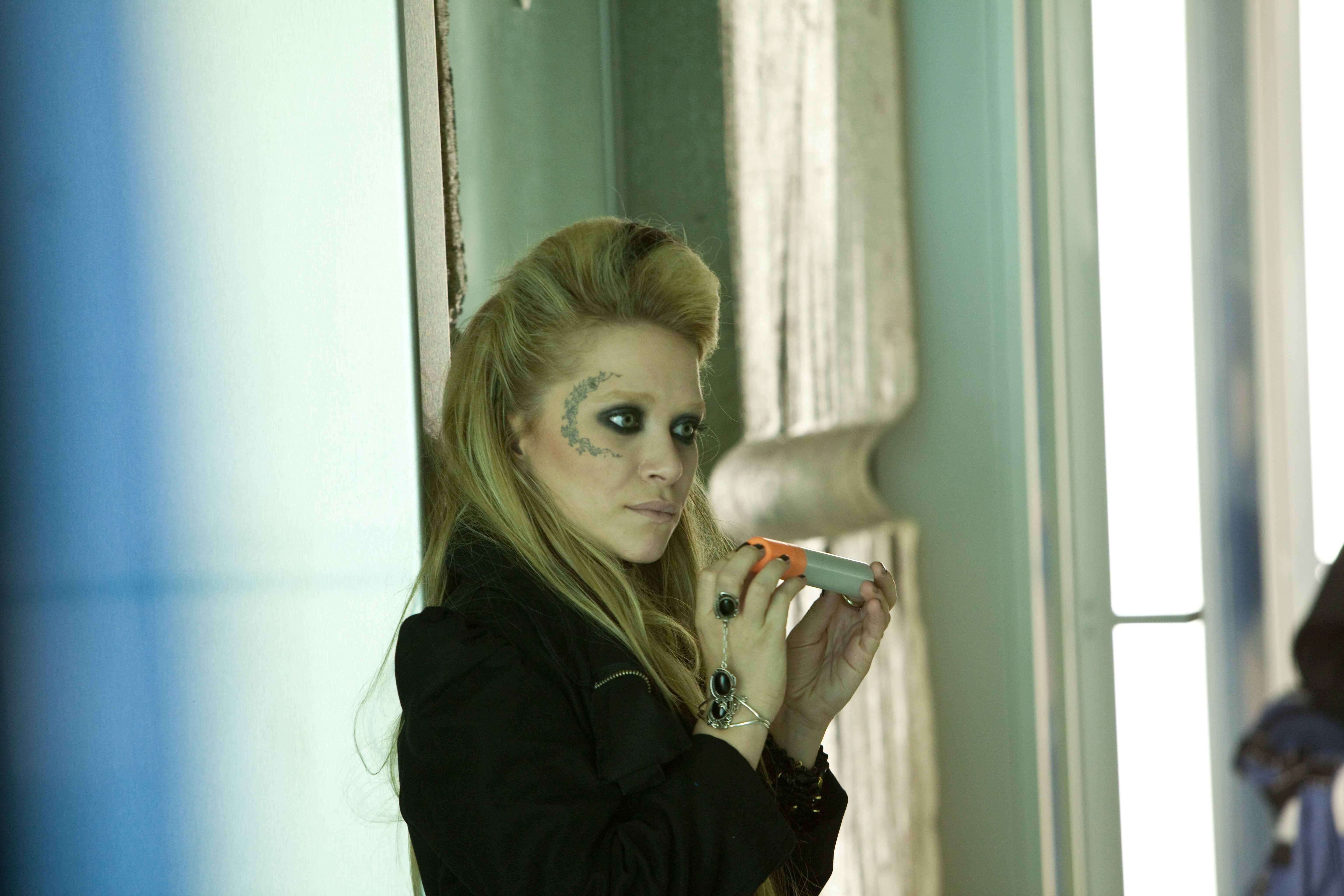 Кадры из фильма Страшно красив Мэри-Кейт Ольсен.