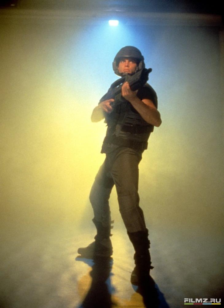 кадры из фильма Звездный десант Каспер Ван Дин,